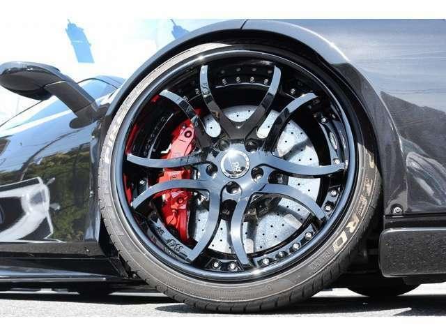 SKYFORGEDホイール(鍛造)装着!S216 ブラック!Fr:245/35ZR20 Rr:305/30ZR20 キャリパーはレッドになってます。ブレーキはカーボンブレーキになります!