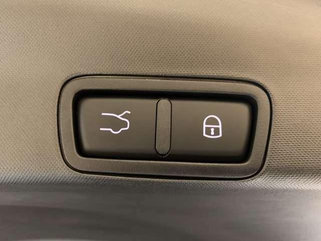 この左側のボタンを押すと自動でリアゲートが閉まります