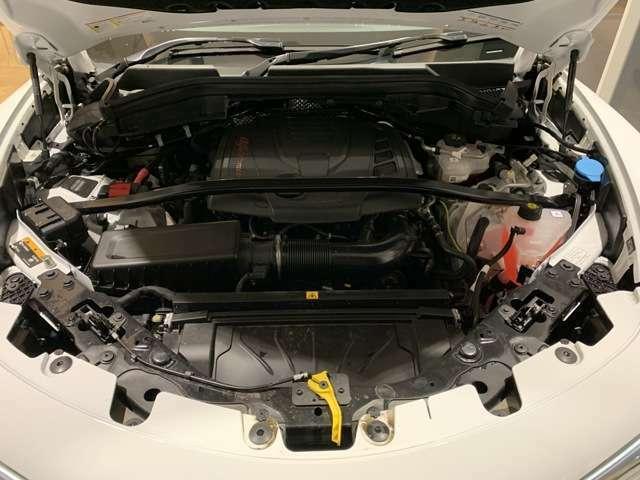 2.0L ターボエンジンはトルクもあり街乗りから遠乗りまでストレスなく走行できます