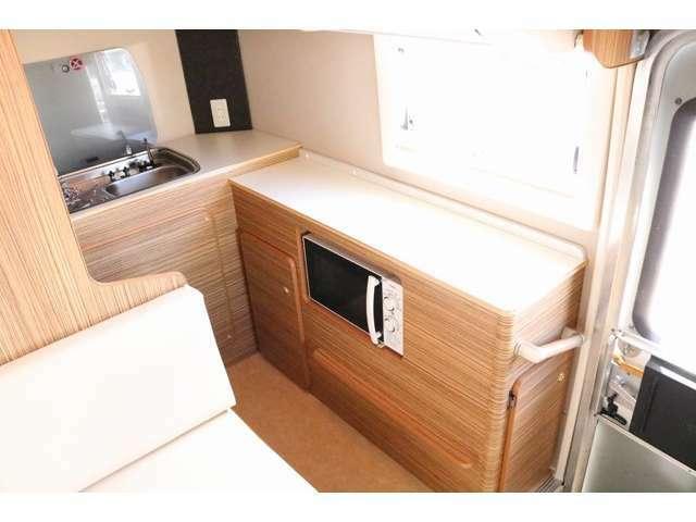L字型のキッチンは調理スペースも広くストレス無く調理をお楽しみ頂けます☆