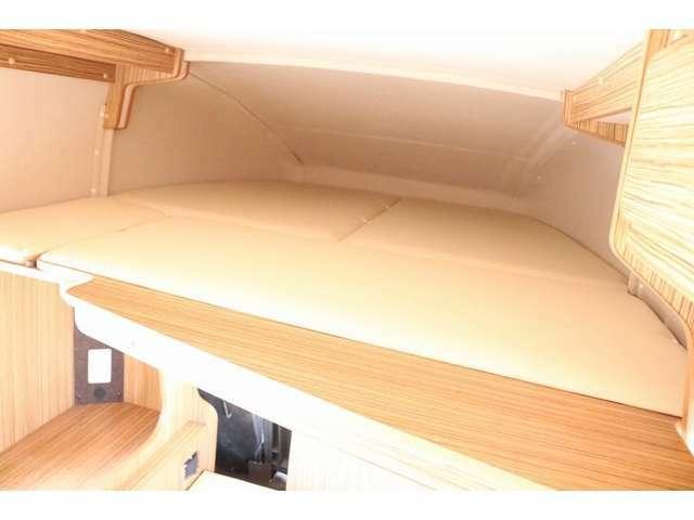 展開が簡単なバンクベッドは180cm×160cm 大人3名就寝可能です☆
