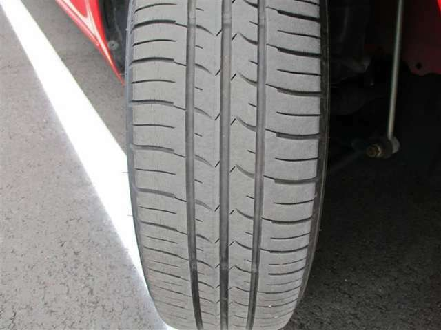 右フロントタイヤ溝4mm