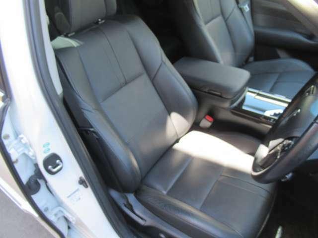本革シート パワーシート シートヒーター ベンチレーションと快適なドライブをお楽しみ頂ける装備が備わっております♪