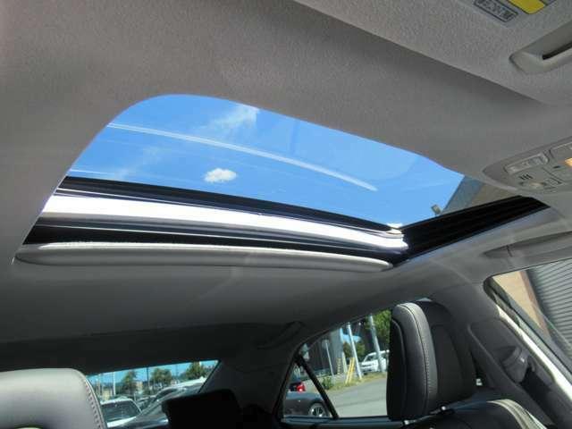 オプション設定のサンルーフ装着車輛♪開放感のある車内を演出してくれます♪