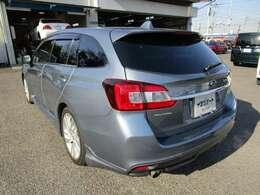 レヴォーグの左リヤビュー UV&プライバシーガラスで、車内の紫外線&プライバシーをシャットアウト