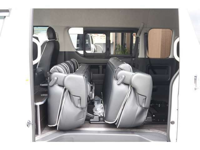 2列目・3列目S-GLシート純正ポップアップ機能有り!車輌持ち込みにて内装施工出来ます!