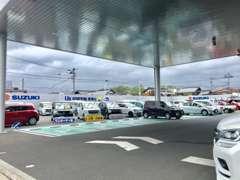駐車スペースもゆったり♪お客様にぴったりなお車がきっと見つかるはずです!是非、お気軽にお立ち寄りくださいませ!
