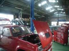 リフト付き整備工場です。輸入車(特に欧州車の)整備・修理ならお任せ下さい!プロの知識で出来るだけニーズにお応えします。