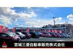 当店自慢の広々としたサービス工場にてお客様の大事なお車を整備させて頂きます。