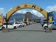 JUカーパーク店です!与次郎ヶ浜MBCグランドにあります! 人気車をズラリと揃えております。(火曜定休日)