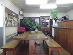 お客様と気持ちよくお話できるよう、商談スペースは常に清潔にしております。