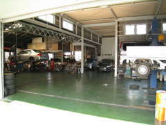 民間車検工場完備です。車検もお任せください。