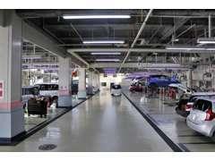 ディーラーならではの安心感、県内最大級20レーンの自社指定サービス工場完備