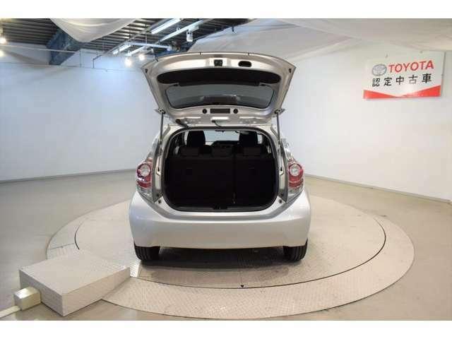 トヨタ独自のまるまるクリーン施工車です。内装スチーム洗浄、外装は磨きをかけてます。