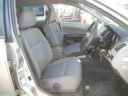 シートの高さが調節できるシートリフター付きです。