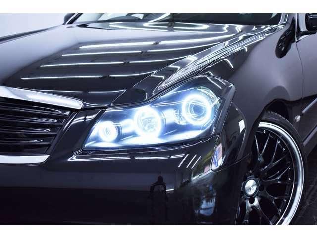 ヘッドライトは存在感のある3連イカリング&BLACKカスタム施工をしております。(ご希望にて追加でのインナーカスタム等もOKです♪)
