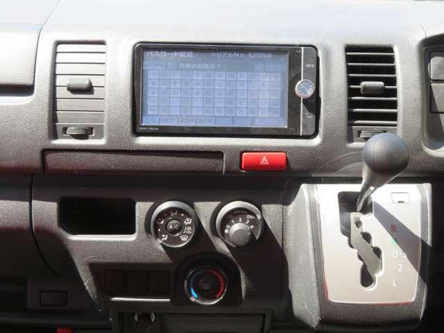 トヨタ純正フルセグナビにカラーバックモニターを取り付け済み。