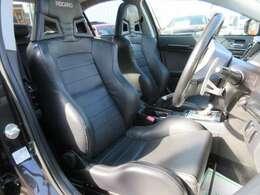 専用インテリア&専用レカロブラック本革シート付♪ 上質な仕上がりで、レカロのスポーツシートでホールド性もよく、運転をさらに楽しくしてくれます♪