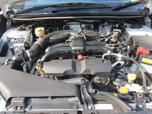 迫力のサウンド水平対向ボクサーエンジン「FB20」を搭載し、CVTオートマチック、4WD、アイドリングストップの組み合わせにより、出力150ps、リッターあたり15.8km(カタログ値)を誇ります