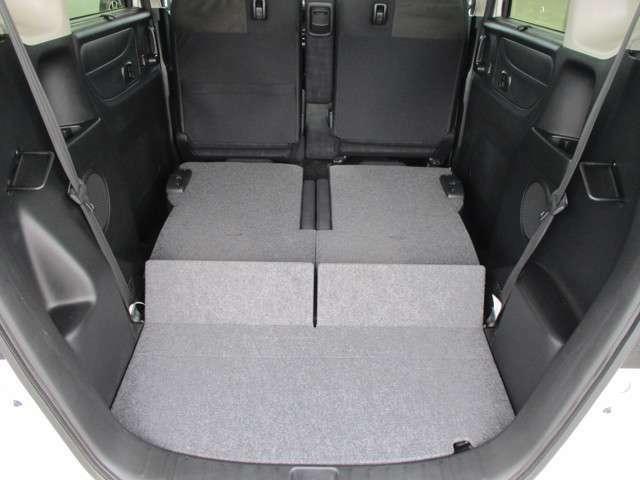 後部座席を収納すると、さらにラゲッジスペースが広がります。
