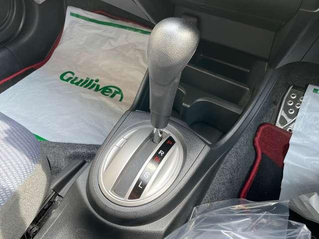 シフト周りの写真になります。多少スレはありますが、個人差はありますが、状態は良いですよ!ガリバーの車両はダイレクトに買取を車両を展示販売しております!品質、価格ともに自信あり!