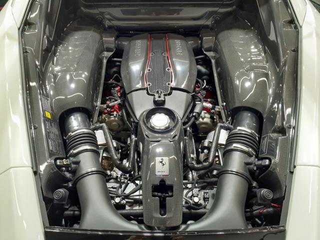 ●V8-90° ツインターボ8,000RPMで720CVの出力を発揮し、比出力はこのクラス再考の185CVを達成しました。一方、トルクは全ての回転域でこれまで以上に強大で最大770NMに達します(488GTBより10NM以上増大)●