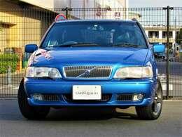 1990年代当時のボルボ新車により近く復元する「復刻車」つくりには、当社の長年の経験から得た知識及び技術により作られており、製作スタッフの熱い心も注ぎ込み完成しております。