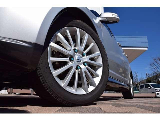 当社では全車、第三機構による厳しい査定を受けた高品質車のみを販売させていただいております。認定の受けられないお車は、販売いたしませんのでご安心下さい。