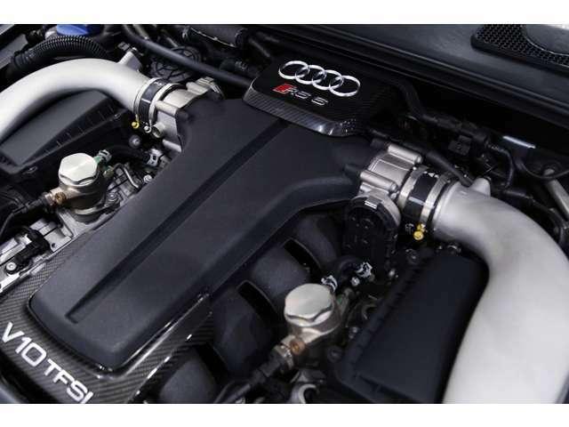 【エンジンスペック】 V型10気筒 4991cc ガソリン ターボ 580馬力(カタログ値)