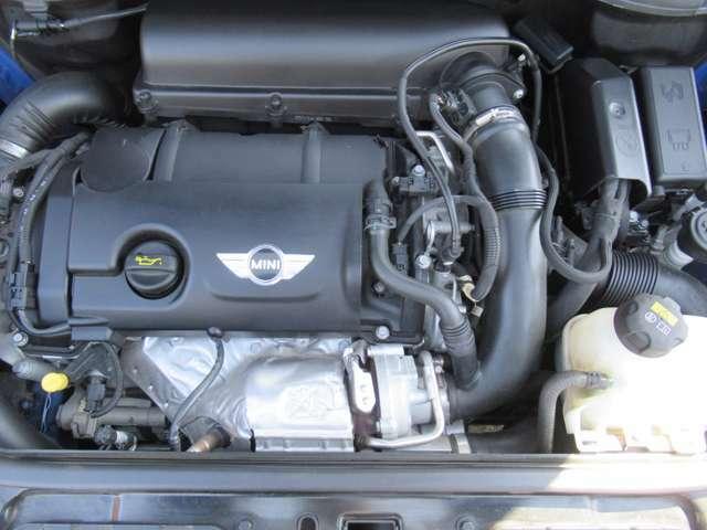 直列4気筒DOHC16バルブ 総排気量:1598cc