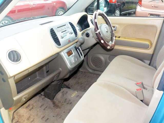 特に室内はお客様がお車と接する大事な空間と心得ております。各部のクリーニングにも力をいれます。
