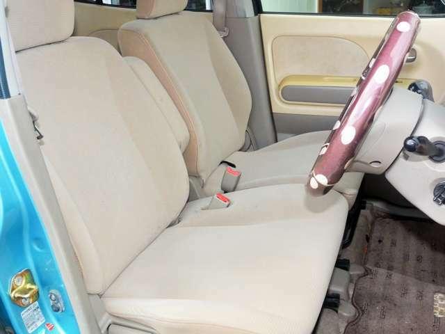 運転席は大事です。清潔なポジションで安心して乗りたいですね。