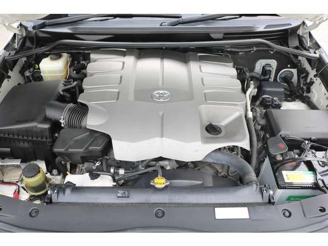 V8 4600ccの大排気量1URエンジン搭載☆
