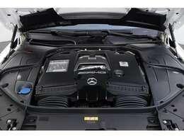 「メルセデスAMG S63 4MATIC+ ロング」の4リッターV8ツインターボエンジン(写真)は、出力612ps、トルク900Nmを発生させます。