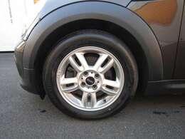 純正アルミホイール タイヤ溝もしっかりございます