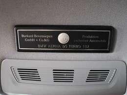 天井部に貼り付けられたプロダクションプレート exclusiver Automobileと記載された文字に偽りのない質感を持ち合わせたお車です