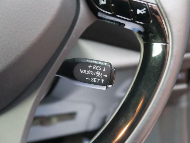 ☆レーダークルーズコントロール☆高速道路で定速走行だけでなく、先行車との車間距離を適切に保ちながら追従走行も可能です♪