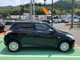 狭い路地や駐車場でも取り回しがしやすい最小回転半径4.8mになっています。小回りがしやすいコンパクトなお車です。