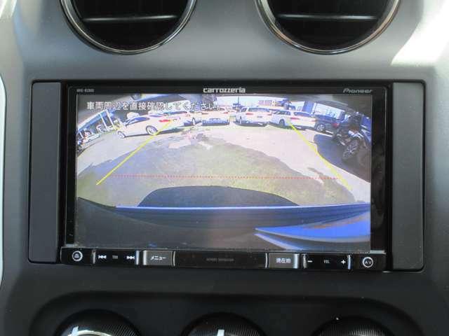 バックカメラ付き。バックで駐車する際にとても便利で駐車が苦手な方に好評です。 サイドカメラもございます死角が少なくなるので、安全運転につながりますね。