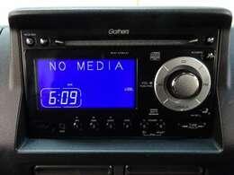 【CDプレーヤー】オーディオはCDプレーヤーを装備しています。お気に入りの音楽で楽しいドライブにしましょう。