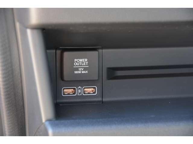 充電用USBジャック付♪(急速充電対応タイプ2個付)お問い合わせは079-280-1118、カーズカフェ カーベル姫路東まで^^