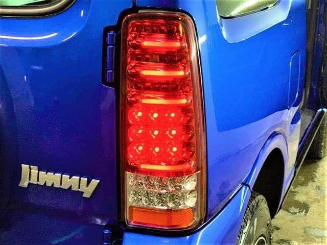 アウトレットカーは少しでもお得に購入できるよう、防錆塗料「ノックスドール」の施工はしておりません。ジムニーの錆びやすい箇所を知り尽くした専門店が施工する防錆塗装もオプションでご用意しております。