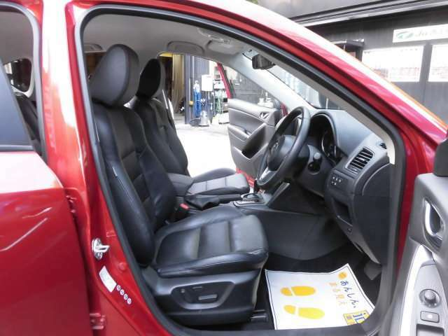 とても美しい黒本革のフロントシートです^^ロングドライブも楽ですよ^^