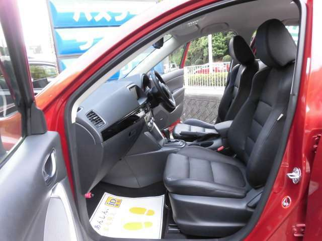 とても美しい黒本革のフロントシートです^^ロングドライブも楽ですよ^