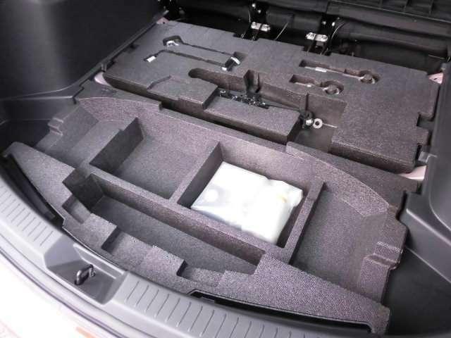 ラゲッジボードを開ければ床下収納スペースが現れます^^
