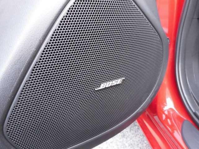 とても嬉しいBOSE社製のサウンドシステムを備えております^^音の良さは説明するまでもありませんね^^タイヤは4本新品に交換して納車致します^^