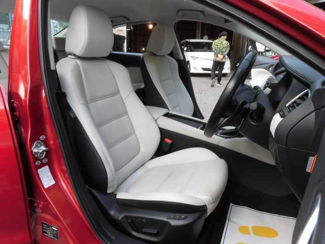 とても美しいホワイトカラーの本革フロントシートです^^ロングドライブも楽ですよ^^タイヤは4本新品に交換して納車致します^^