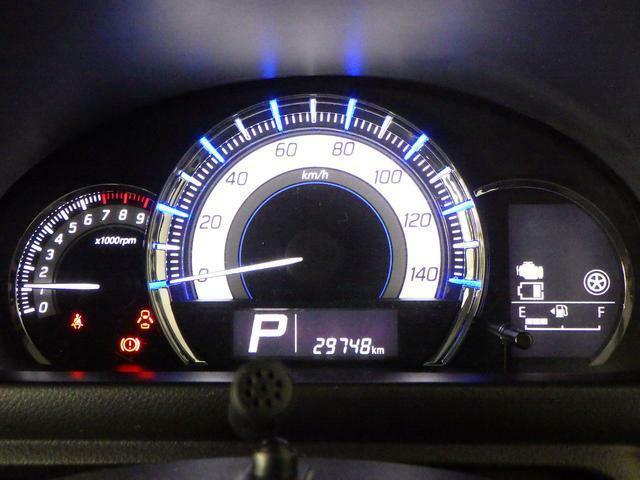 常時発光式で 昼夜問わず視認性が高いメーター。スピードメーター廻りの照明色で エコ運転の確認ができます。ゲーム感覚で エコ運転を楽しめます。