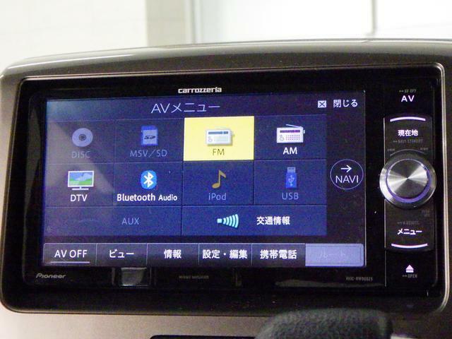 CD/DVD再生やフルセグTV、Bluetoothオーディオなど 多彩なメディアに対応した メモリーナビを装備しています。