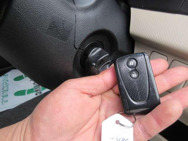 ☆スマートキー&プッシュエンジンスタート!☆今やマストアイテムとなったスマートキーはとっても便利、スマートキーを携帯しているだけで鍵の開け閉めもEG始動もOK!